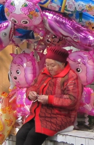 A balloon seller in Chongqing