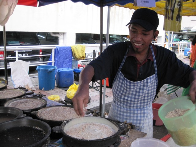 Apam balik (sugary pancake) vendor at a Ramadan bazaar, Bangsar