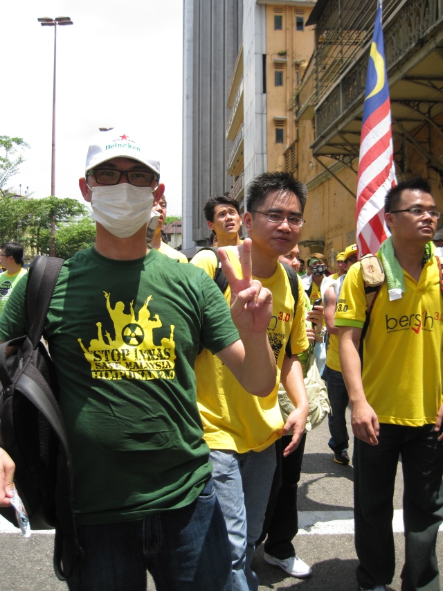 Lynas protestor mixes some green with yellow